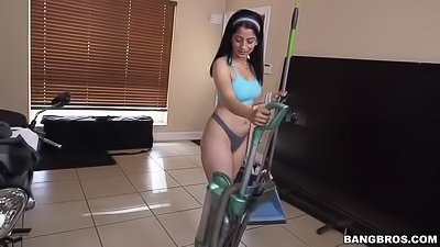 Hot maid is showing blowjob skills